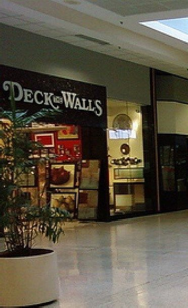 Welcome to Deck the Walls Outlet Store