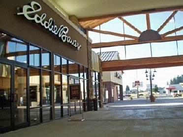 Entrance of Eddie Bauer Outlet Store