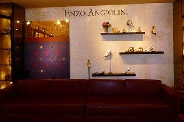 Window display of Enzo Angiolini Outlet Store