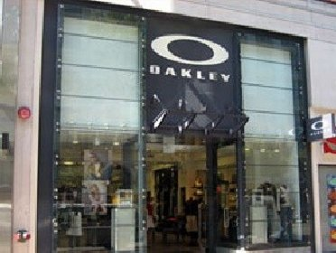 Entranve to Oakley Vault outlet store