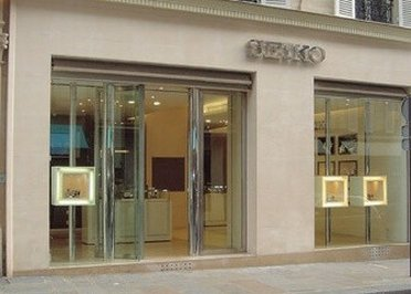 The entrance of SEIKO outlet store