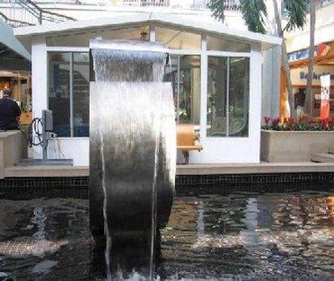Water fountain in Columbia Mall