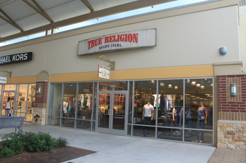 Oct 02, · This Premium Outlet mall is close to where I live so I shop here more often. Lots of parking and have all the brand name stores. There are always sales, 4/4().